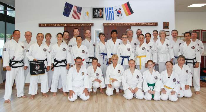Gruppenfoto nach dem Taekwon-Do-Lehrgang im International Taekwondo Black Belt Center Schwabach